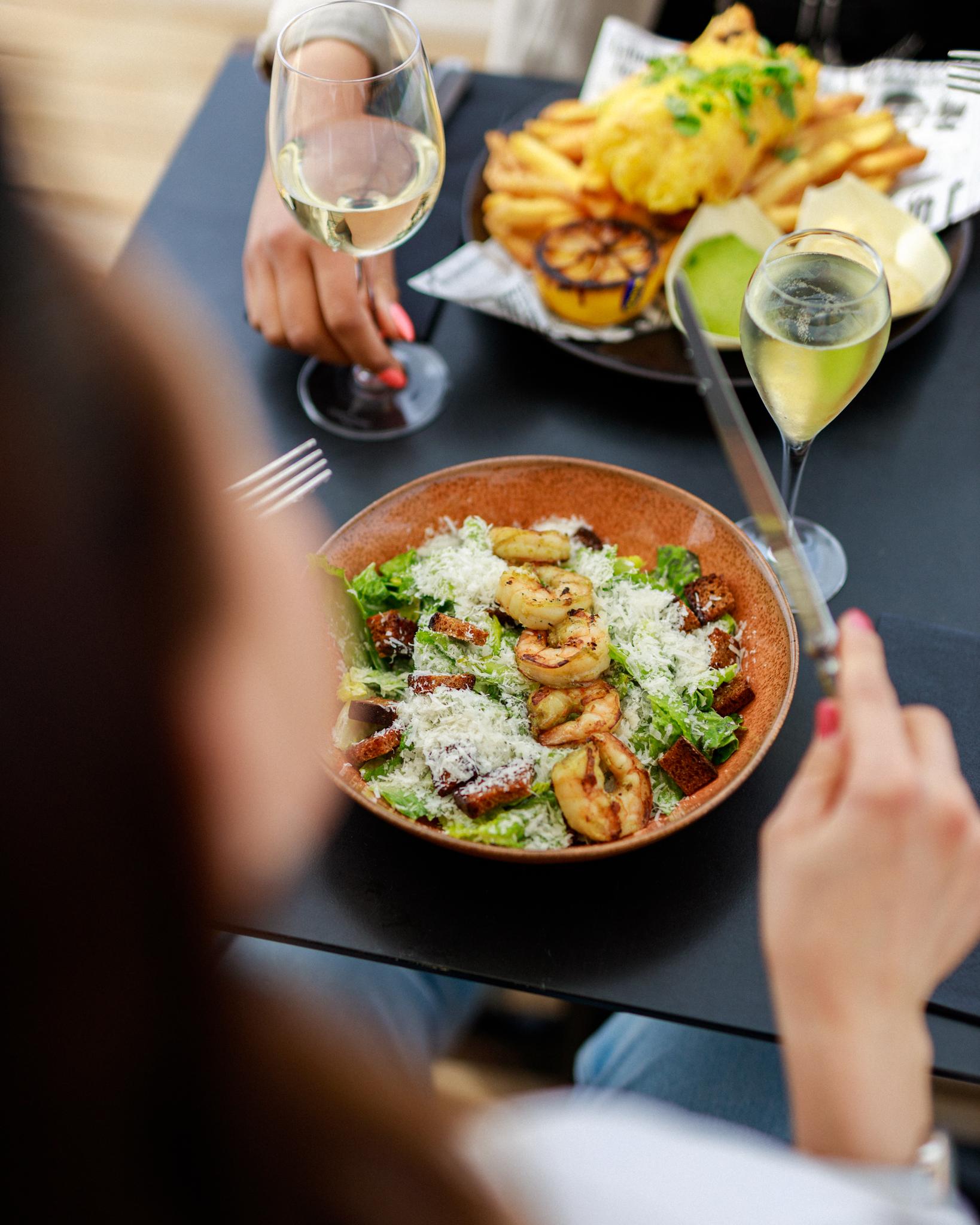 allas bistro and lounge ravintola caesar salaatti